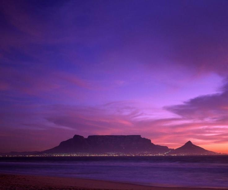 Table mountain Cape Town´s favorite landmark at dusk #Tafelberg