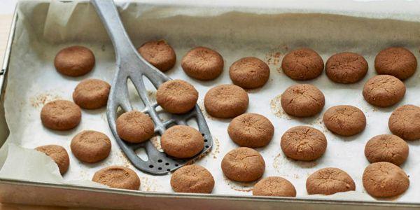 Bekijk hier het recept voor kruidnootjes, zelfgemaakt zijn ze natuurlijk het allerlekkerst!   Libelle