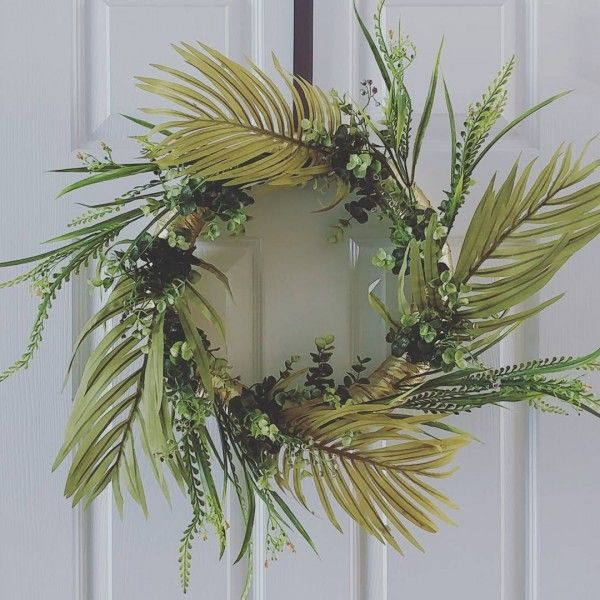 You have to see this #DIY spring wreath idea with laurels #HomeDecorIdeas @istandarddesign