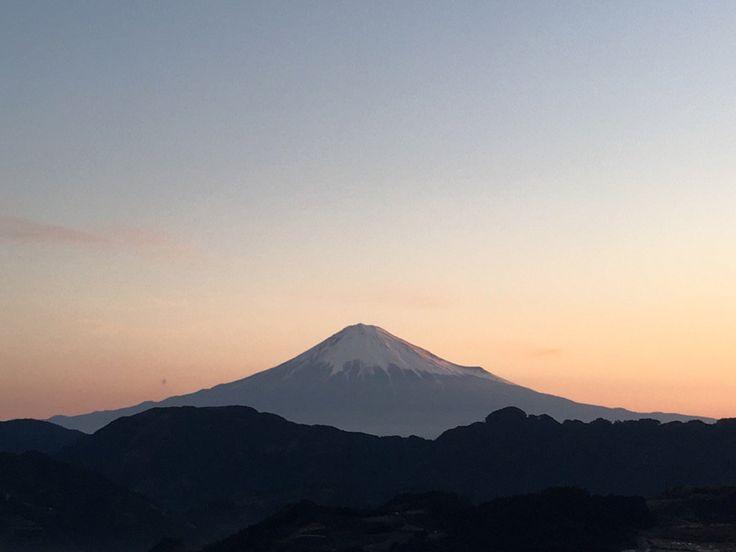 "Darvish Noriさんのツイート: ""全く雲海出なかった‥ 今の富士山🗻 https://t.co/LisxVpMrDa"""