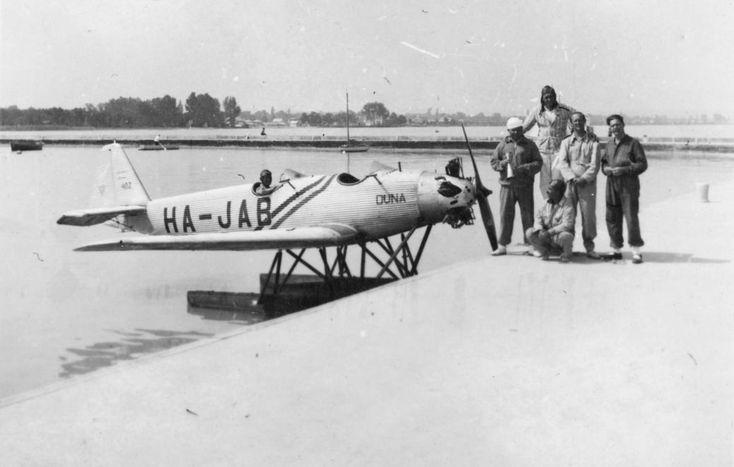 Junkers A-50 Junior hidroplán kiképző repülőgép a Balatonon.
