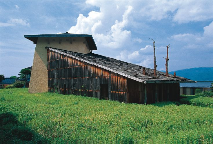 The 1991 Jinchokan Moriya Historical Museum, Fujimori's first commissioned building, signaled the themes that continue to drive his work: design in harmony with nature; raw, natural materials (wood, mud-and-mortar walls); and a Neolithic-inspired architectural style.