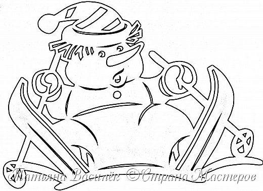 Давно хотелось сделать семейство Снеговичков на зимних окошечках:)  Наконец нашла подходящих героев в детских раскрасках и вырезала вытынанки. И вот, что в итоге получилось))) фото 14