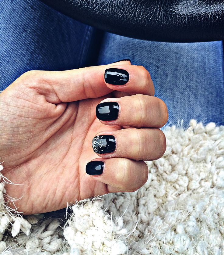 Short nails/ black nails
