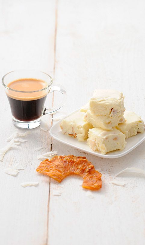 C'est comme si vous étiez à Hawaï avec cette douceur crémeuse à l'ananas et au chocolat blanc ! Voyez rapidement la recette sur http://magazine.lorespresso.fr/the-fresh-edition/l-espresso-et-vous