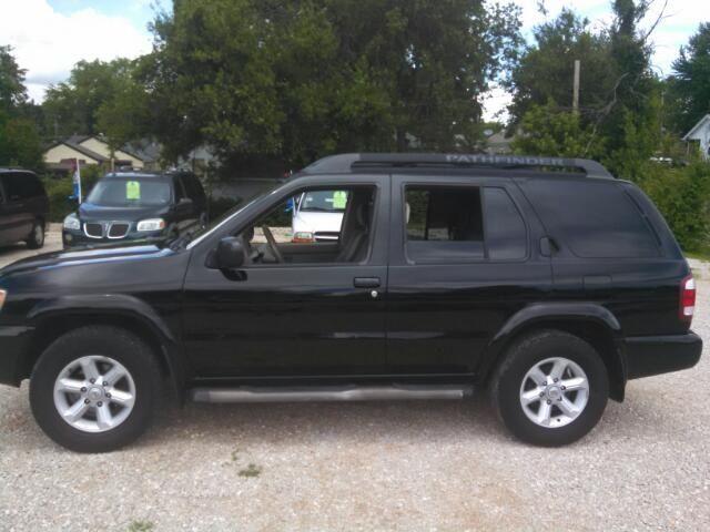 2004 Nissan Pathfinder LE Platinum - $4,495