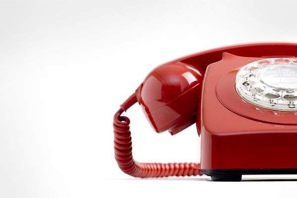 Las llamadas desde el teléfono fijo caen al nivel más bajo de la historia - elEconomista.es      ¿Para qué hablar por teléfono fijo si el móvil siempre está más a mano, cuesta lo mismo, permite moverse y además incorpora la agenda de contactos? Alguna justificación parecida deben hacerse los usuarios suscritos a tarifas planas de llamadas…