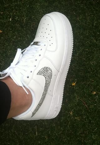 OMG!! Diamantés on white know Air Force ... I should so do this with mine :)) <33 x