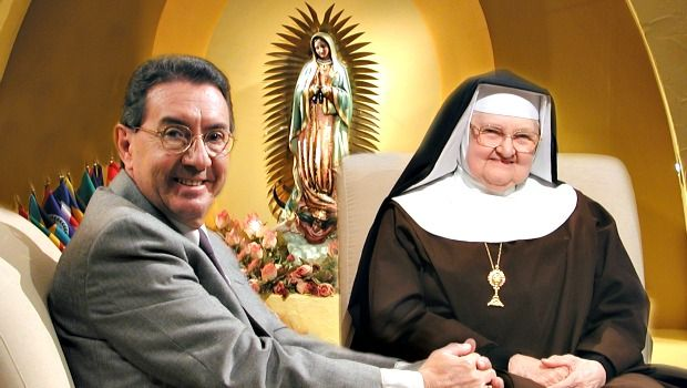 Mother Angelica on set with Pepe Alonso, host of EWTN's 'Nuestra Fe in Vivo'