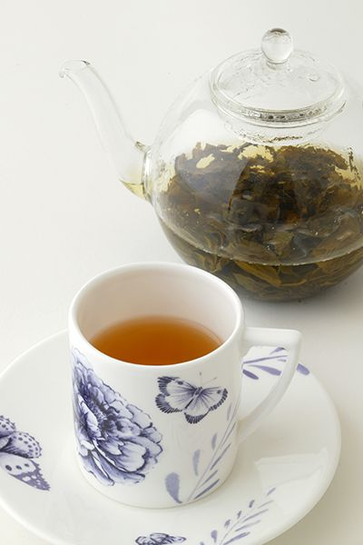 Mo li hua li cha (Flower tea)    Enjoy a high grade fine jasmine tea, with an exotic and attractive aroma.