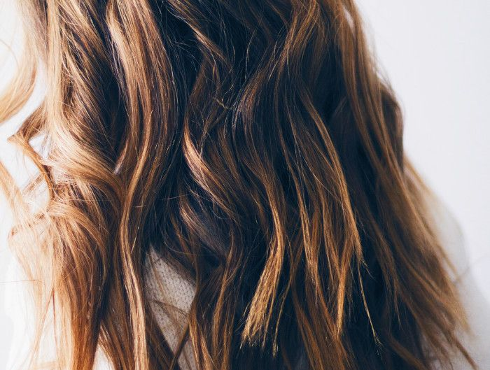 BEACHY WAVES HAIR TUTORIAL                        I've had quite a few emails/direct messages through my Instagram (follow along here- @lindsaymarcella) since starting the blog about how I do my hair, so I thought I'd do a short & sweet tutorial! It's pretty basic, but I do have a ...
