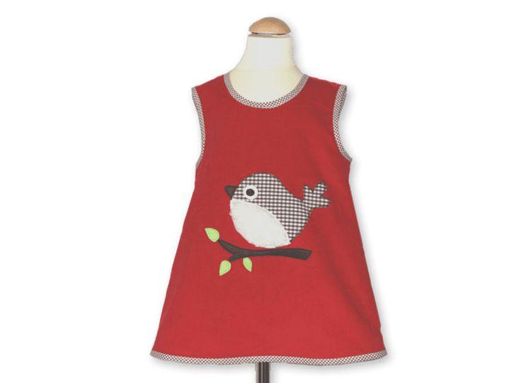 Mit unseren Schürzenkleidern können Sie viele verschiedene Outfits zusammenstellen. Wir garantieren eins: Ihr Kind wird darin immer süß aussehen!