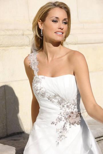 9 best Ein Brautkleid in Paris images on Pinterest | Romantic ...
