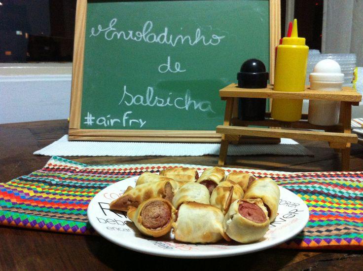 Enroladinhos de salsicha feito na Airfry!   http://www.chamaoscachorros.com.br/enroladinhos-de-salsicha-vina-testando-receitas-na-airfry/