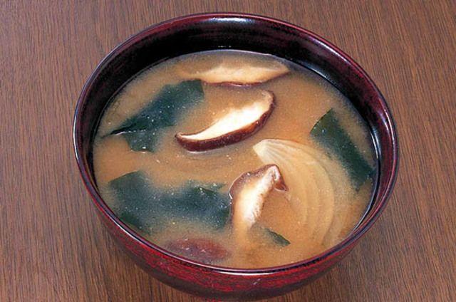 しいたけとワカメの味噌汁のレシピ・作り方・食材情報を無料でご紹介しているページです。