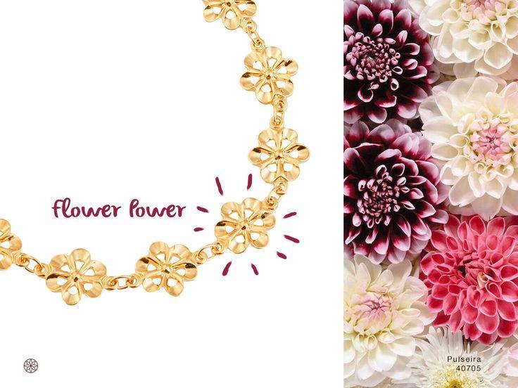 Os florais deixam qualquer look incrível, assim como essa pulseira Ronnelly!