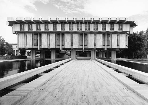 Ceremonial entrance from Via XX  British Embassy, Rome Basil Spence 1968