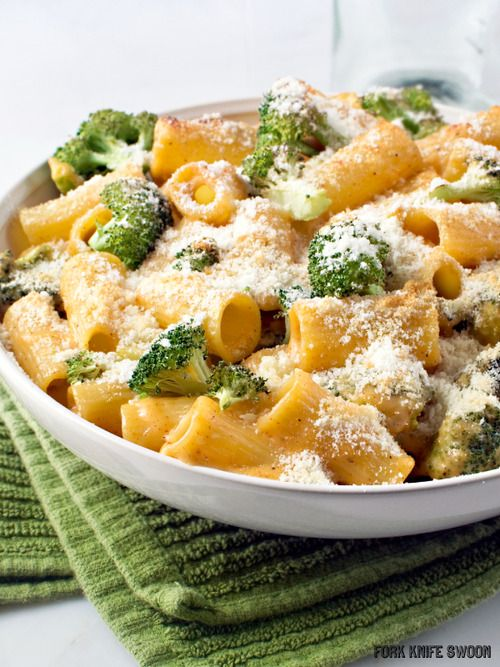 Healthier Broccoli Cheddar Pasta Bake Recipe! Uses whole wheat noodles and low fat ingredients, tastes just as good as the full fat kind!