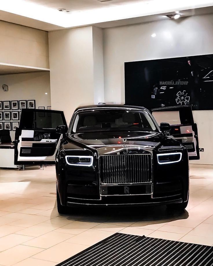 46 вподобань, 1 коментарів – Галерея красивых авто (@auto_jara) в Instagram: «Мурашки по коже New RR Phantom ✔️ Подписывайся на ➡️ @auto_jara ✅ . . . . #new #rolls #royce…»