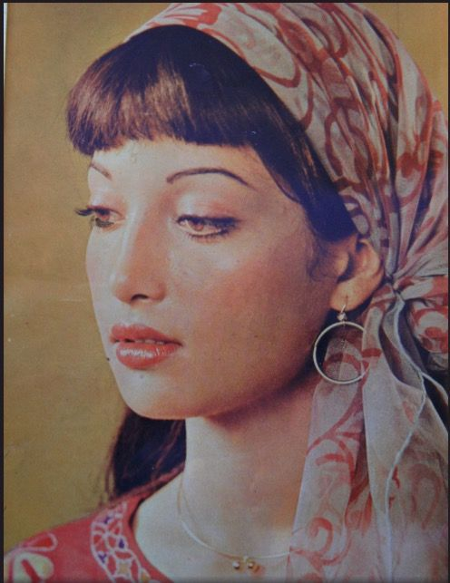 Gorgeous Kavita (younger sister to Sangeeta)   She was a superstar & reigned the Pakistani cinema in 80s-90s.