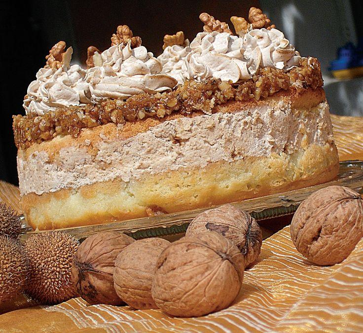 Cu siguranta diferita de toate retetele de pana acum, prajitura cu piure de castane si crusta de nuci e un dulce de toamna perfect si rafinat. Reteta a fost trimisa de Anisoara Ursan, din Cernavoda.