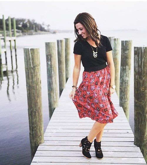 LuLaRoe definitely has a way of making a lady feel feminine! Check out this look with a black Classic T and a Jill skirt! #LuLaRoeclassict #lularoejill #LuLaRoe PC: @lularoelaurenpearce