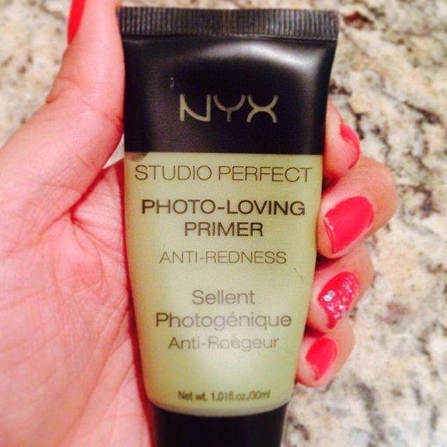 Studio Perfect Primer Green prepara a pele para receber a maquiagem, prolonga a fixação da maquiagem. É ideal para disfarçar a vermelhidão ou rosado da pele (rosácea e espinhas inflamadas). #nyxmanauara #nyxcosmetics #nyxlovers #primer #greenprimer #mak