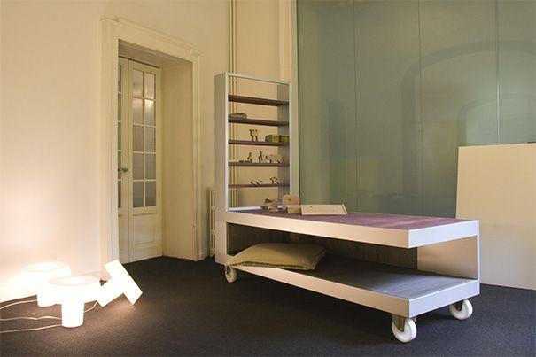 Struttura di arredo di design per camera da letto. Metalcar realizza strutture per conto di designers, arredatori e studi di architettura.