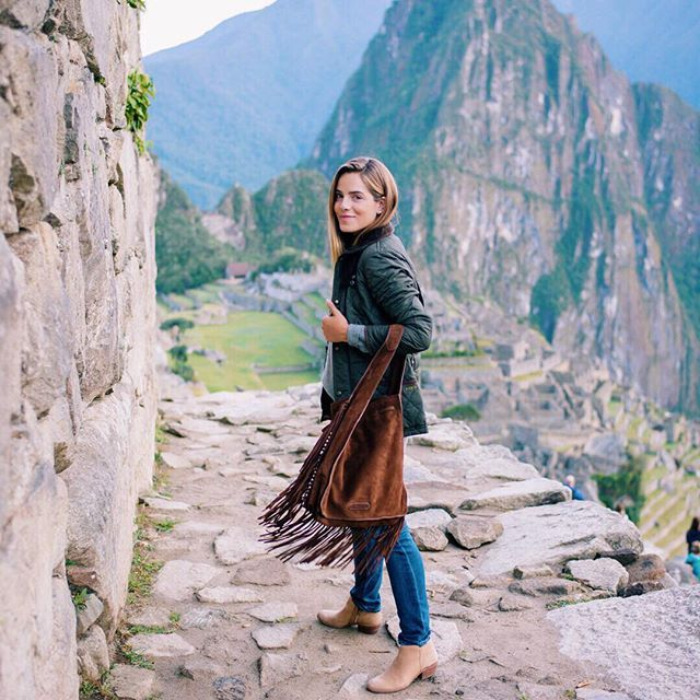 We woke up at sunrise to explore the ancient Incan ruins of Machu Picchu. I kept warm wearing my quilted @POLORALPHLAUREN jacket. @TOWNANDCOUNTRYMAG #machupicchu #peru #poloralphlauren