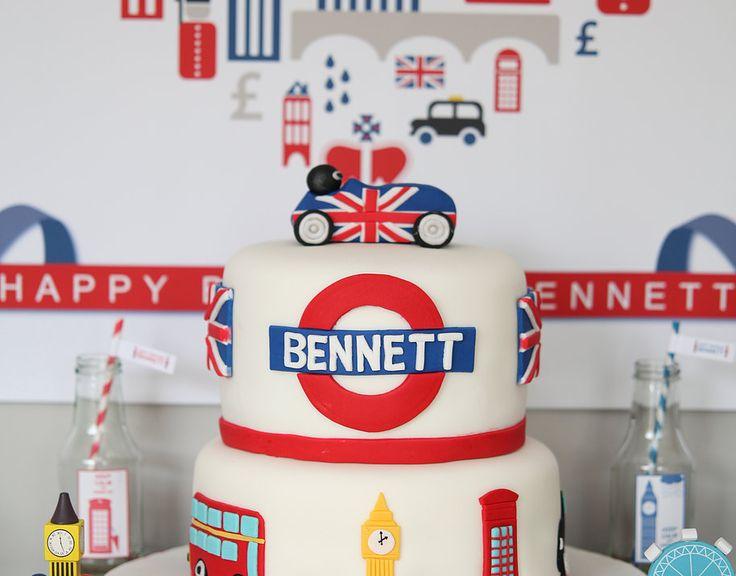 Union Jack theme Party Cake London inspired cake #unionjackthemedparty #unionjackthemedpartycake #londontownparty #londonthemedcake #londonpartycake