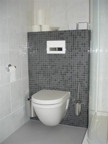 Meer dan 1000 idee n over toilet verbouwing op pinterest dubbele wastafel hout keramische - Tegels voor wc foto ...