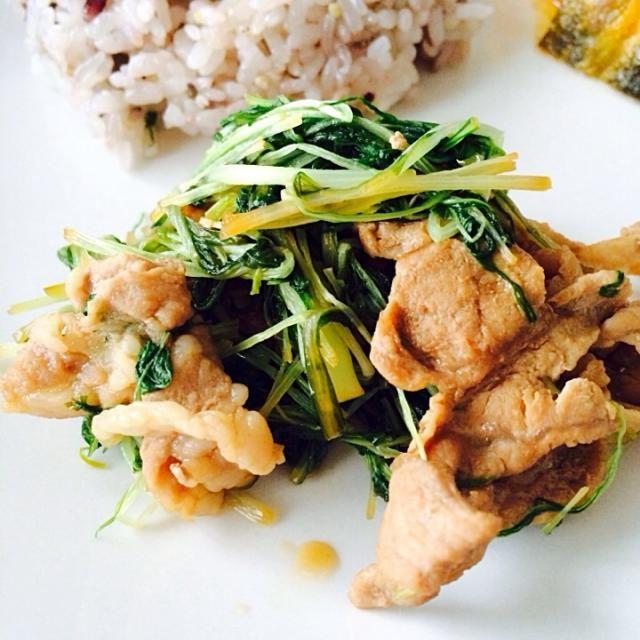 どのお肉でも、どの野菜でも合いそうな味付けです(*^^*) 分量も覚えやすいので、また余り食材なんかで作ってみようっと☆ - 231件のもぐもぐ - 豚肉と水菜のオイスター炒め by ponpokoponpoko