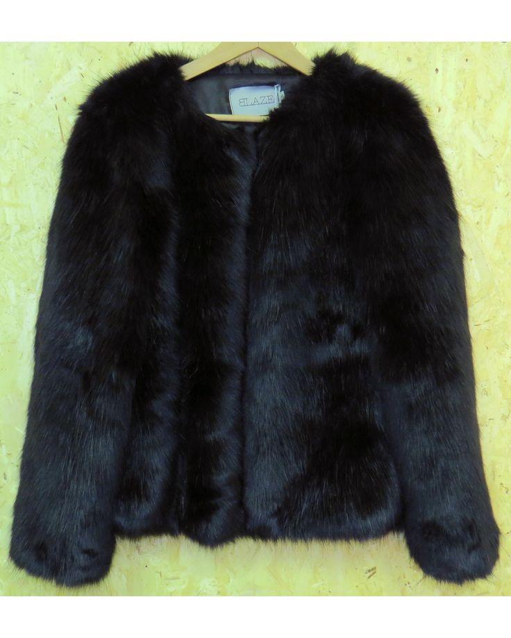 Blaze giacca in ecopelliccia nera. www.caterinaformentini.it
