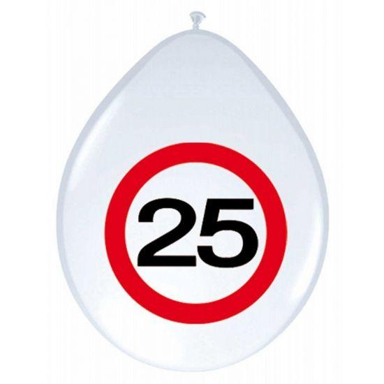 Verjaardag ballonnen 25 jaar verkeersbord. Witte ballonnen met een afbeelding van een verkeersbord en het getal 25. De ballonnen zijn ongeveer 30 cm groot en zitten per 8 stuks verpakt.