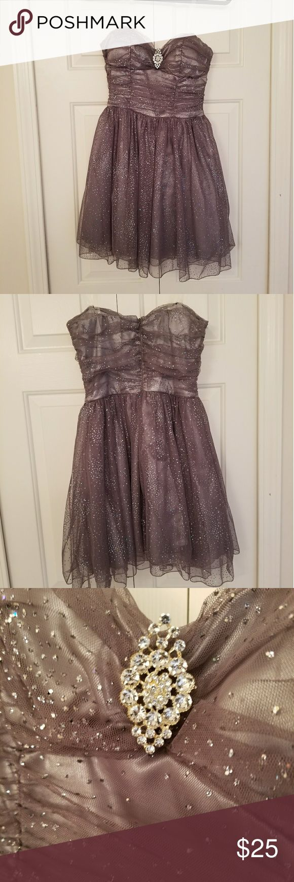 Silver sparkly dress This dress is in great condition. It was worn once. I added clear straps so it holds up nicely. The dress shimmers and complimets the body. The skirt is multi-layers with mesh material. There are no tears. Speechless Dresses Prom