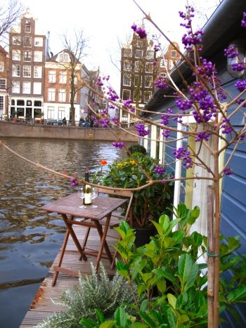 Speciality of Amsterdam - Houseboats - Amsterdam Apartments | House-Boat B077