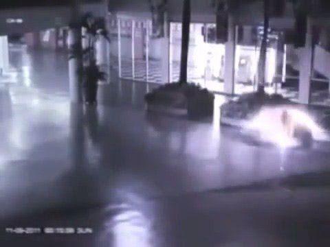 Sosok Malaikat tertangkap kamera CCTV Mall