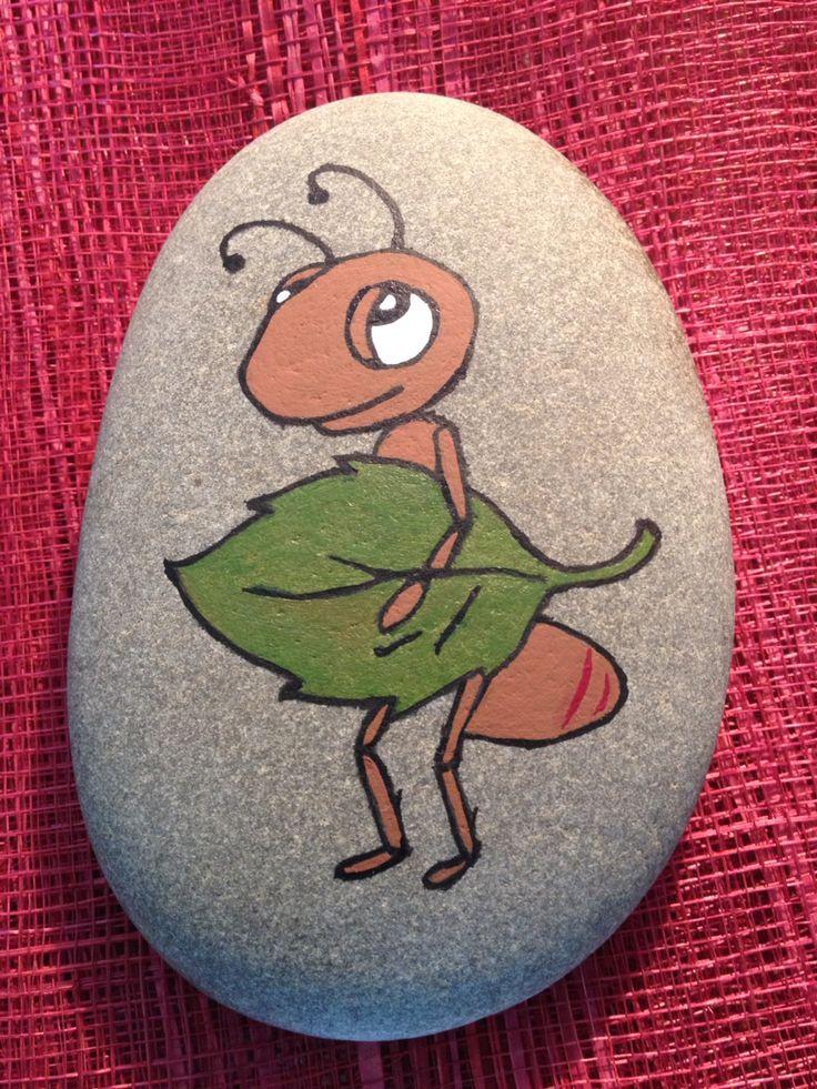 #Seixo com pintura de formiga com folha#stone#rocks