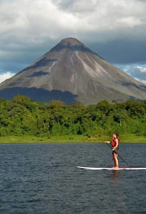 Hermosa vista del Volcán Arenal, Costa Rica.
