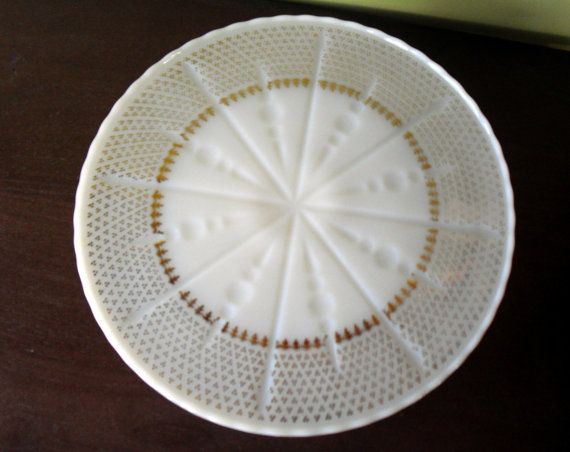 Vintage milk glass cake stand by Anchor by AmysQuiltsNThings, $20.00
