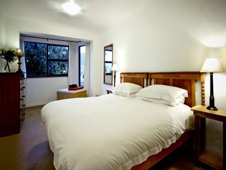 Self catering accommodation, Cape Town, South Africa  Sleep like a Queen in this King suite
