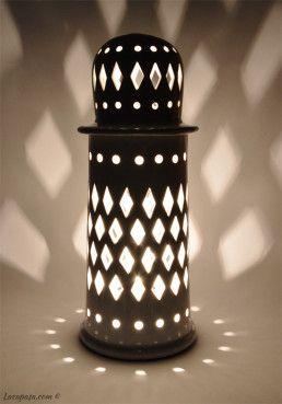 F106_lampada_minareto_bianca_buio
