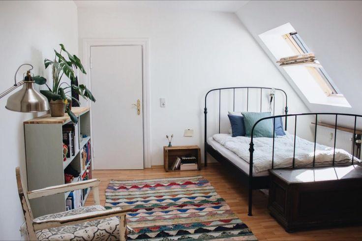 einrichtungisdee f rs wg zimmer mit dachschr ge wg zimmer einrichtung dachschr ge ideen. Black Bedroom Furniture Sets. Home Design Ideas