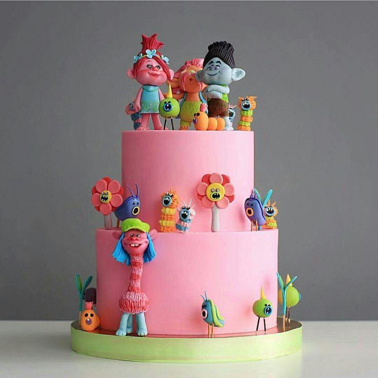Bolo Trolls lindo! Por @tortikannuchka  #kikidstroll . #trolls #trollsparty #festatrolls #kikidstroll #kikidsbolo #trollscake #decoratedcake #kidscake #boloinfantil #bolotrolls #bolodecorado #partyinspiration #party #cake #instacake