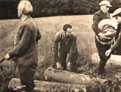 Hvidstengruppen: Danish freedom- fighter group collecting airdropped ammunition from England.