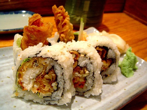 spider roll sushi - Spider roll is a type of Uramaki sushi which includes breaded or battered deep-fried soft shell crab and other ingredients such as cucumber, avocado, daikon sprouts or lettuce, and spicy mayonnaise, rolled inside nori and sushi rice. It is often rolled as futomaki. mmmm yummy!!!!