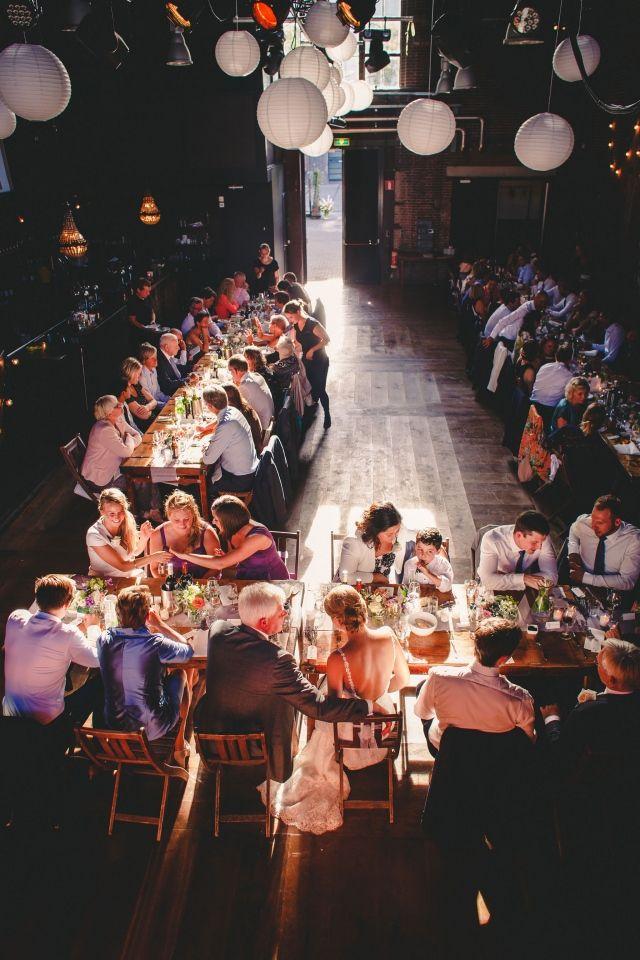 #tafelschikking #diner #bruiloft #wedding  Trouwen op z'n Amsterdams chic | ThePerfectWedding.nl | Fotocredit: Yes I Do