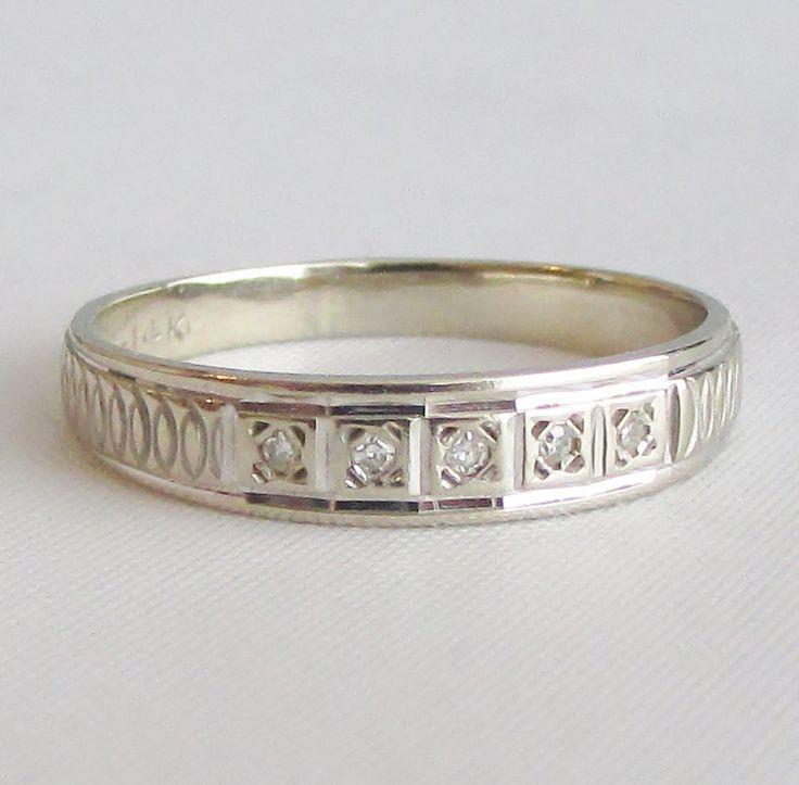 14K White Gold Diamond Vintage Wedding Band
