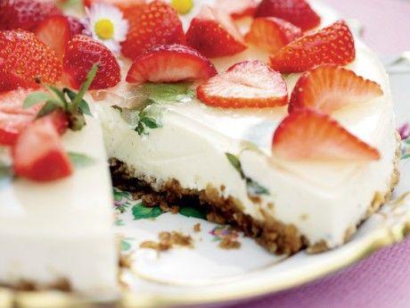 Jordgubbscheesecake på kladdkaksbotten
