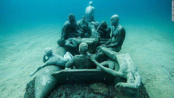 Για κάποιον που θα ήθελε να έχει την αίσθηση ενός ναυαγίου, δημιουργήθηκε ο τέλειος προορισμός.Προσβάσιμο μόνο για δύτες, ανοίγει το πρώτο υποβρύχιο μουσείο της Ευρώπης στον πυθμένα του ισπανικού ν…